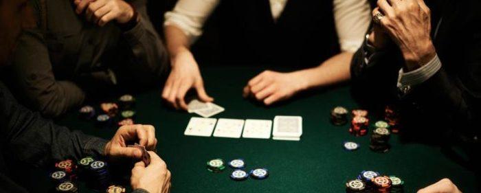 Ensinando a Jogar Poker